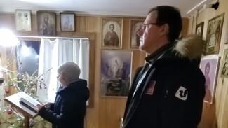 Дмитрий Азаров встретил Рождество в сельском храме без священника