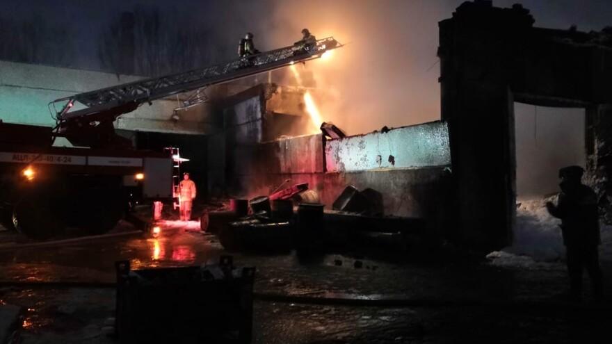 В Самарской области крупный пожар на промышленном объекте