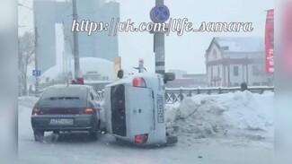 В Самаре машины перелетают через сугробы, как через трамплины
