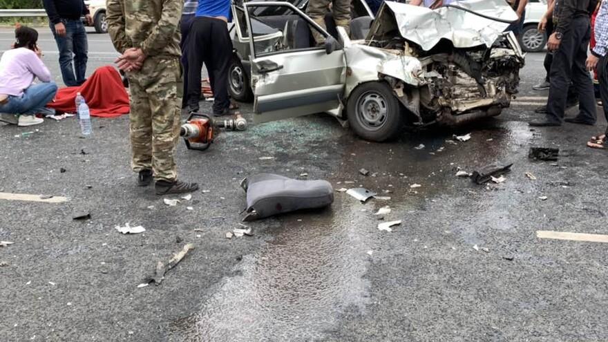 В Самарской области пострадавших в ДТП доставали из машины спасатели