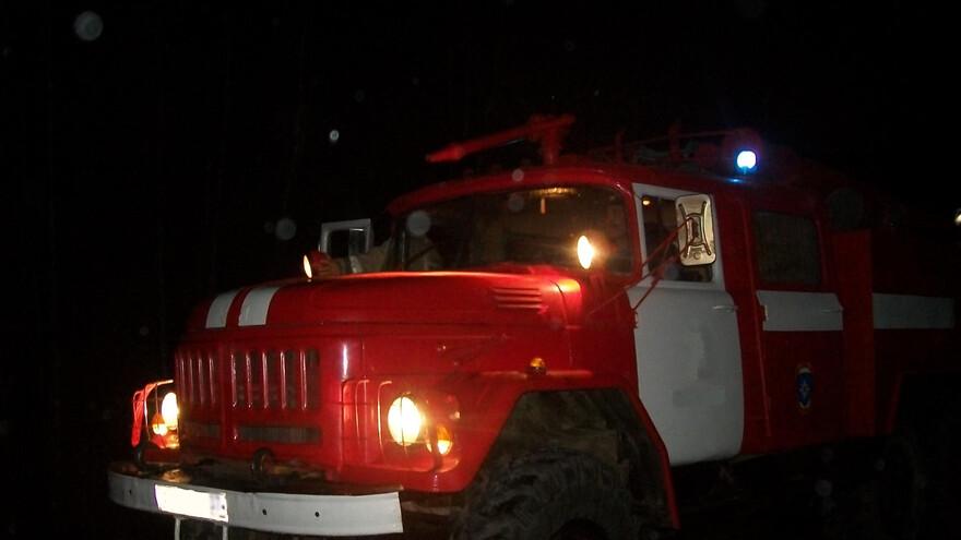 В Тольятти пожарные ночью тушили загоревшийся балкон
