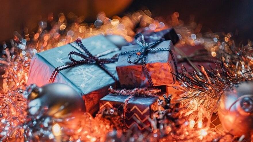 Врачи назвали новогодние подарки, через которые легче передается COVID-19