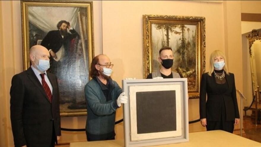В Самару привезли картину «Черный квадрат» Казимира Малевича