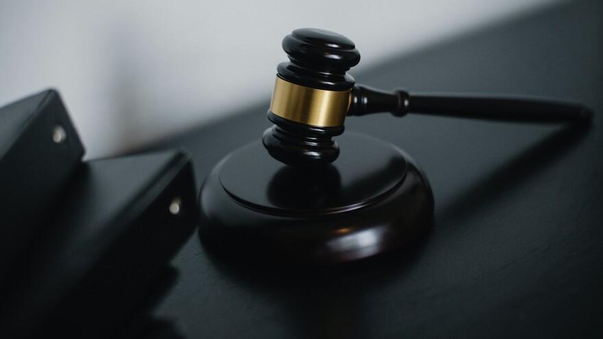 В Самаре мошенник, обвиняемый во взяточничестве, кражах и грабеже предстанет перед судом