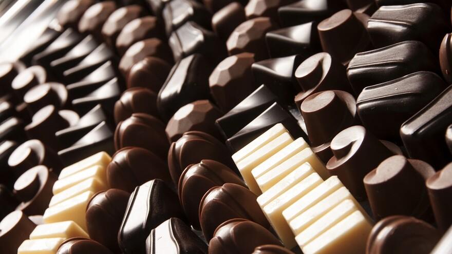 Самарские таможенники задержали 1 млн контрафактных конфет и шоколадок