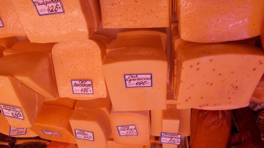 """В Самаре нашли опасные колбасы и сыры на рынке """"Шапито"""""""