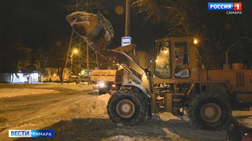 Как в Самаре проходят работы по уборке после сильного снегопада