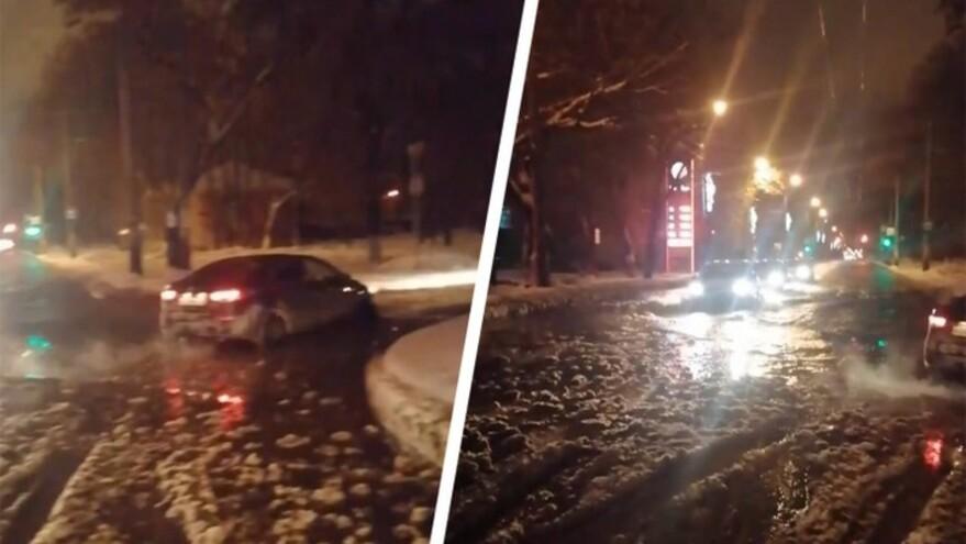 В Самаре на Кирова произошла утечка воды