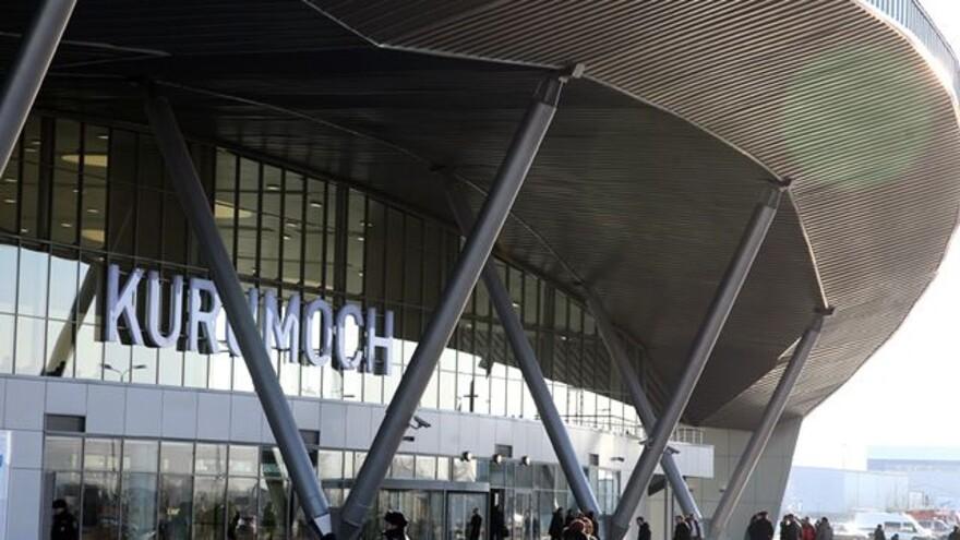 Пассажиры, летевшие в Черногорию из Самары, застряли в Курумоче на 6 часов