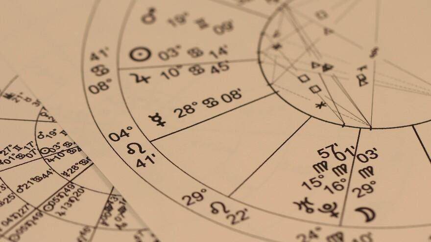 Что важно успеть сделать в день кармического солнечного затмения 14 декабря, совет астролога