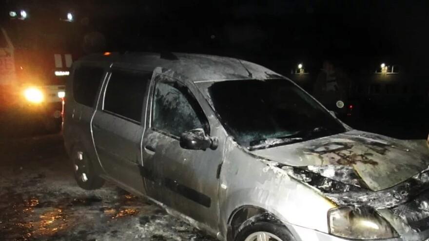 Под Сызранью загорелась машина с пассажирами внутри