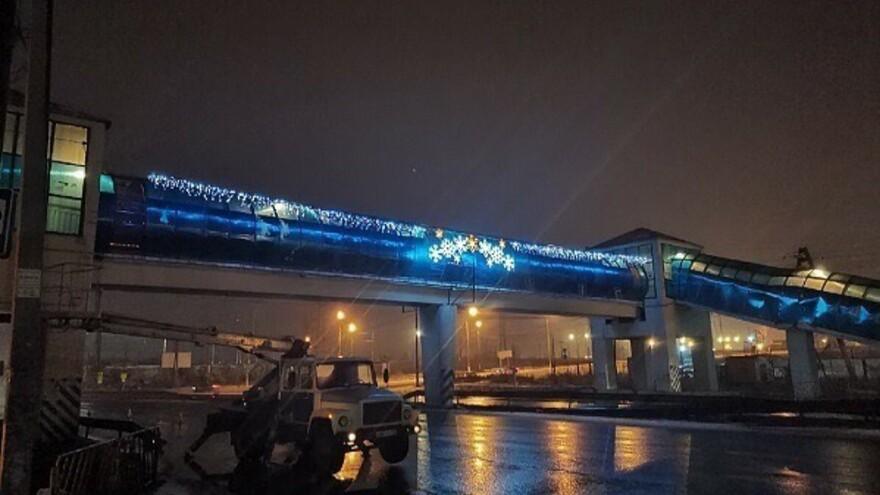 В Тольятти засверкал пешеходный мост