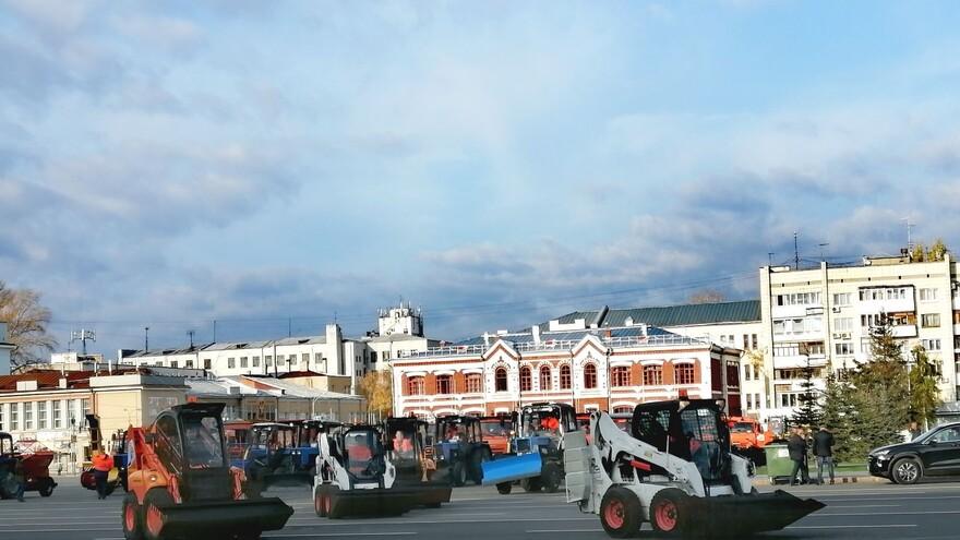 В Самаре прошел парад уборочной техники