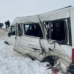 Появились кадры смертельной аварии маршрутки и грузовика в Самарской области