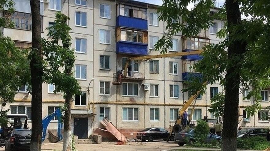 В Новокуйбышевске  аварийный балкон  рухнул на припаркованный автомобиль
