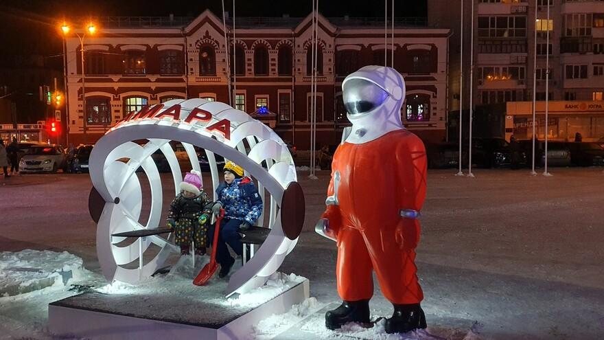 В Самаре на площади Куйбышева установили новогодние арт-объекты