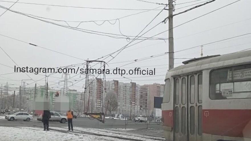 Трамвай уехал, а рога остались: в Самаре произошло необычное ДТП
