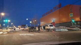 Прерванный полёт: в центре Самары произошло ДТП на скользкой дороге