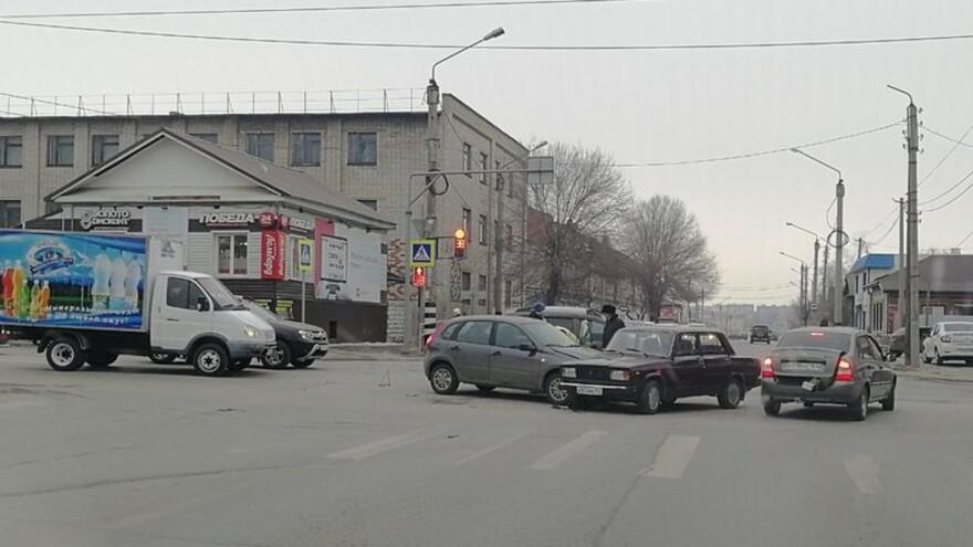 В Сызрани почти в одно время произошло два ДТП