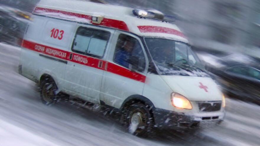 В Самаре при сходе снежной наледи пострадал 1 человек