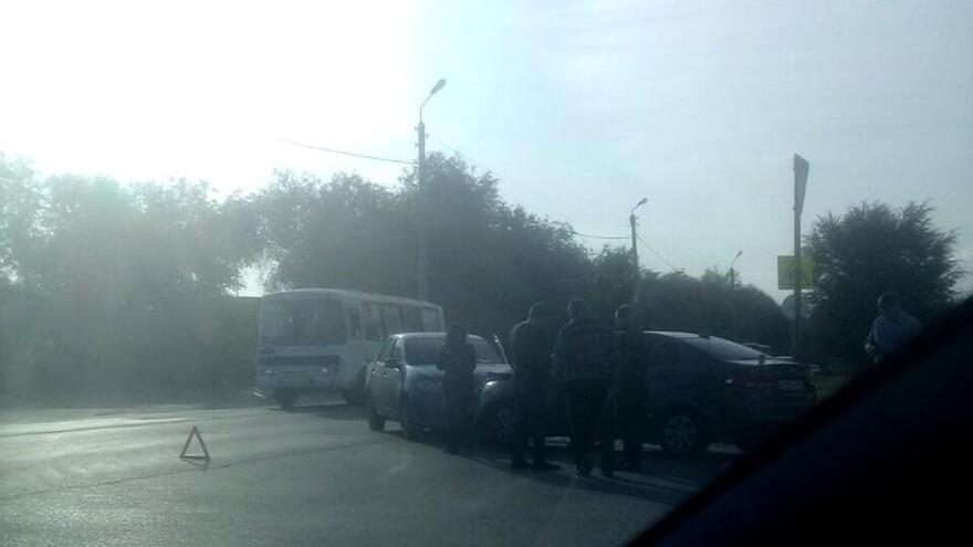 В Сызрани две машины столкнулись около АЗС