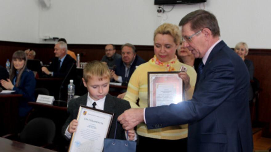 Поймавший грабителя 9-летний школьник из Фёдоровки получил награду