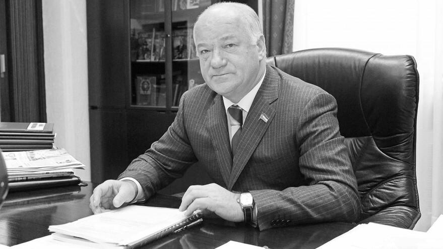 Исполнился год со дня смерти почетного гражданина Самарской области Виктора Сазонова.