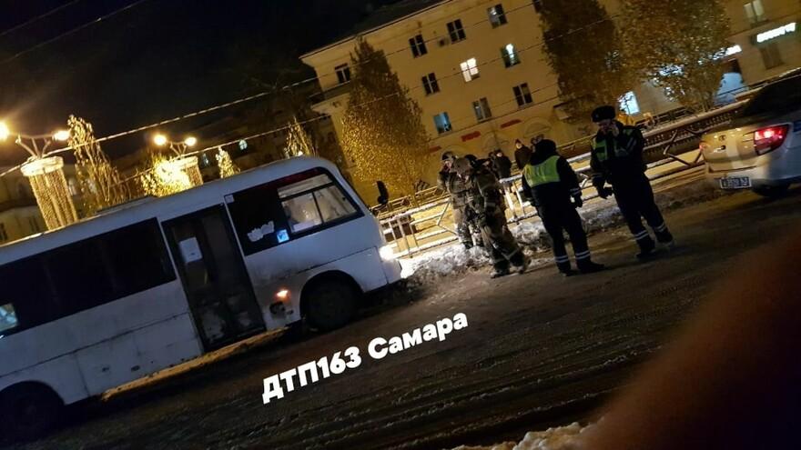 В Самаре пешеход оказался под автобусом