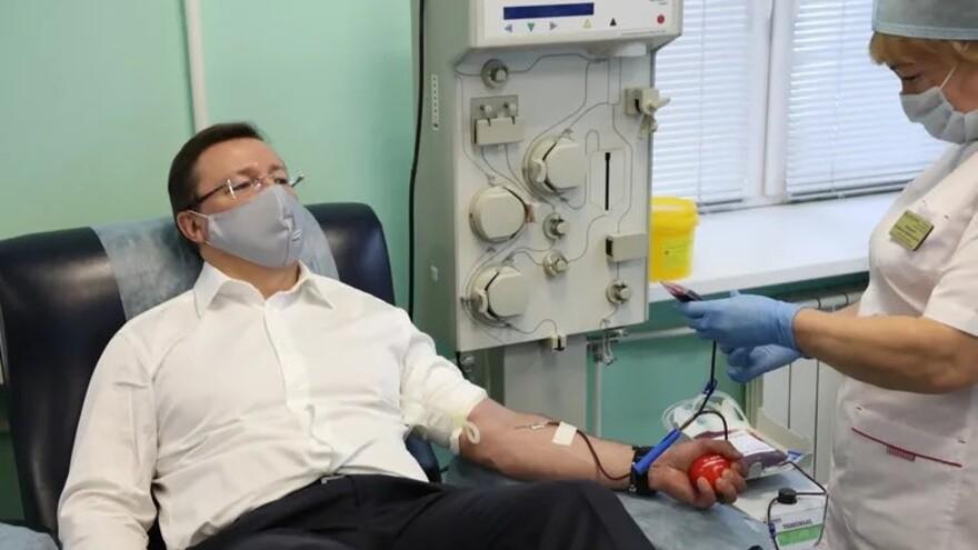 Губернатор Самарской области сдал плазму для лечения больных коронавирусом