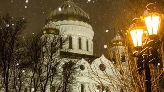 В РПЦ рекомендуют пожилым людям не посещать храмы на Рождество из-за коронавируса