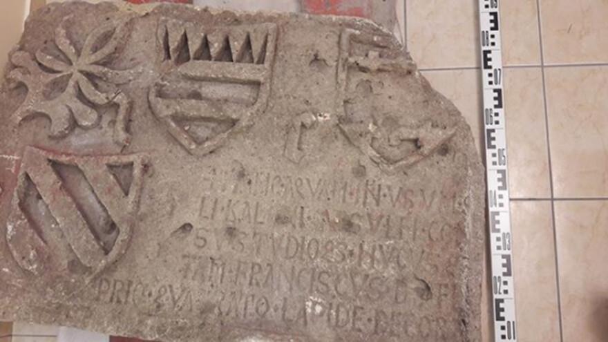В Самарской области древнюю плиту передали в музей