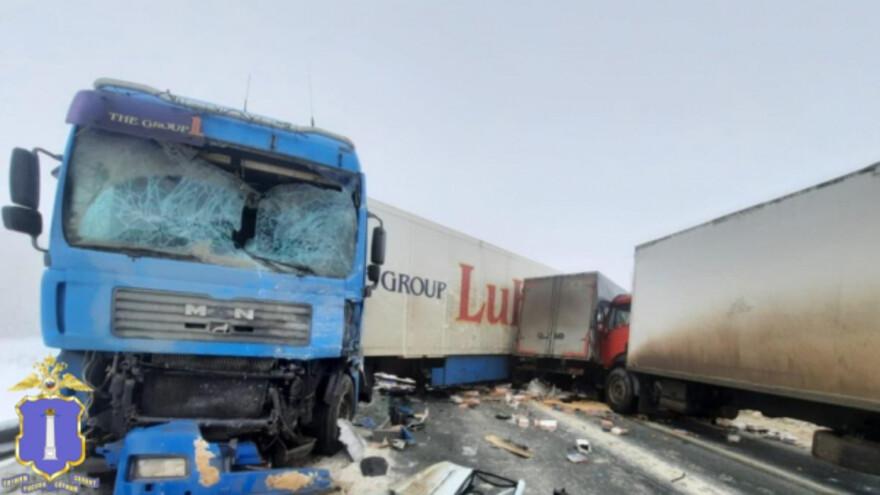 Лоб в лоб с грузовиком: появились фотографии жуткого ДТП под Сызранью
