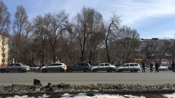 В Самаре на улице Авроры столкнулись четыре машины
