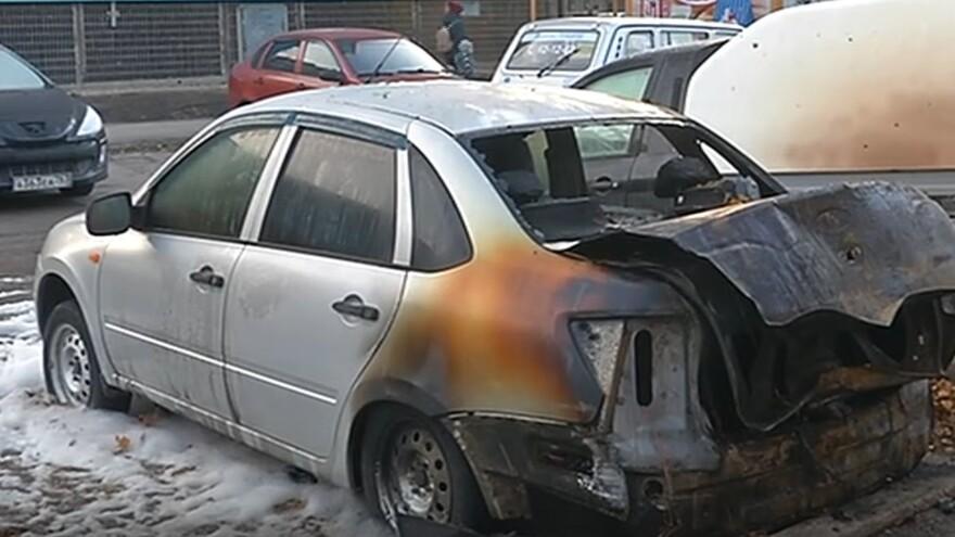 В Тольятти ночью тушили отечественный автомобиль