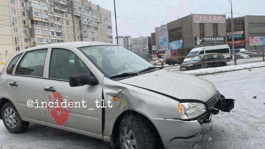 В Тольятти из-за гололедицы травмированы участники ДТП