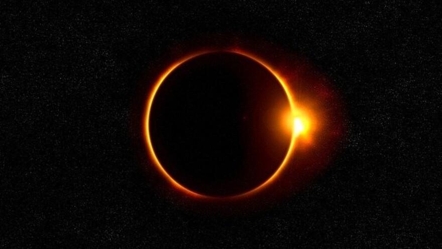 """Жители Земли увидят """"солнечную корону"""" во время затмения 14 декабря"""