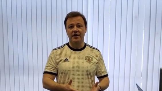 Дмитрий Азаров показал, чем можно заниматься на самоизоляции