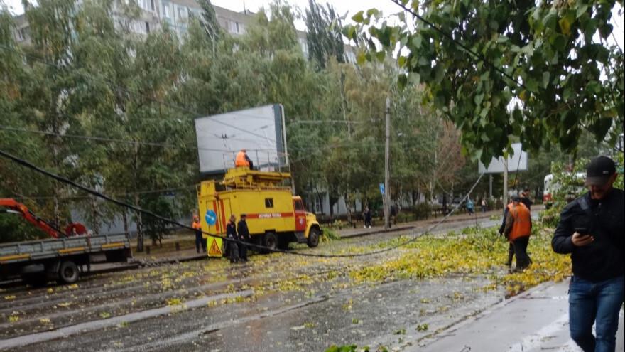 В Самаре из-за порывистого ветра повреждены линии электропередачи