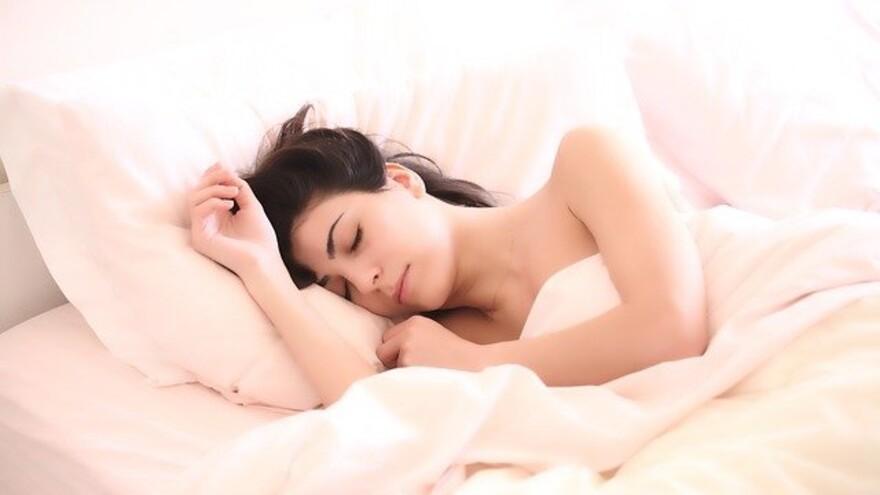 Необычные вещи, которые происходят с телом во время сна