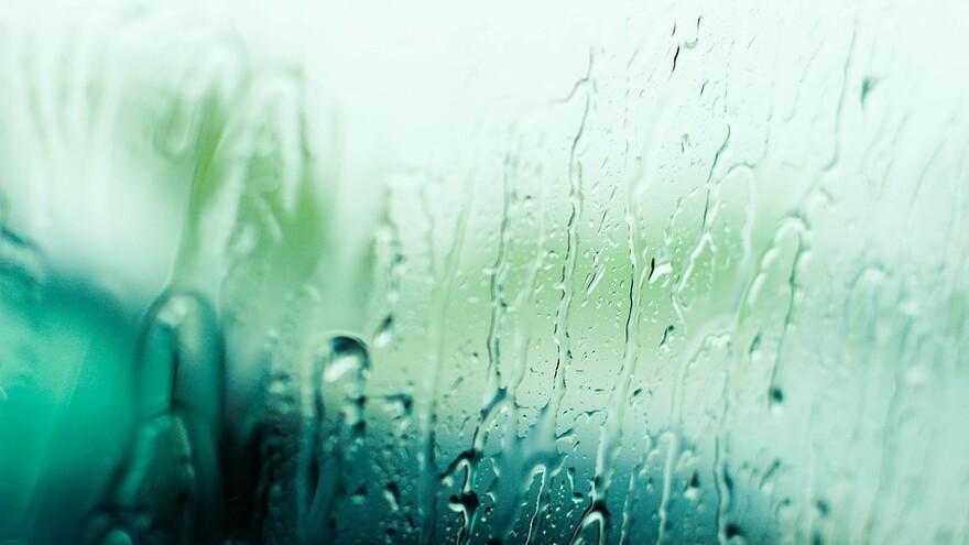 Шквалистый ветер и дожди продержатся в Самарской области еще сутки