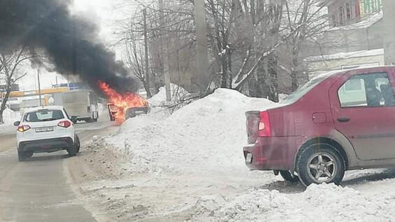 В Сызрани таксист обгорел в машине