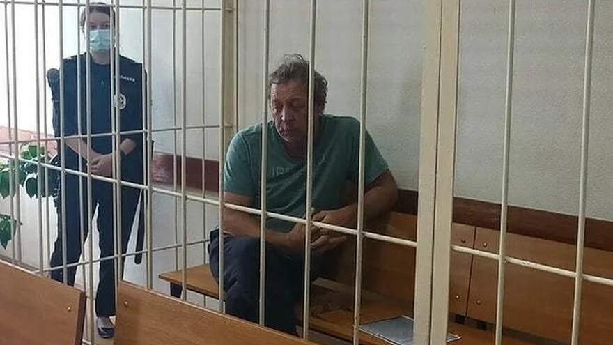 Самарец, бросивший гранату в жену-судью, отрицает вину