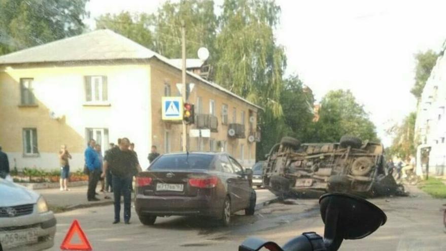 "В Отрадном Датсун опрокинул ""буханку"""