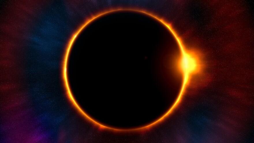 Астролог рассказала, для кого опасно последнее солнечное затмение 2020 года
