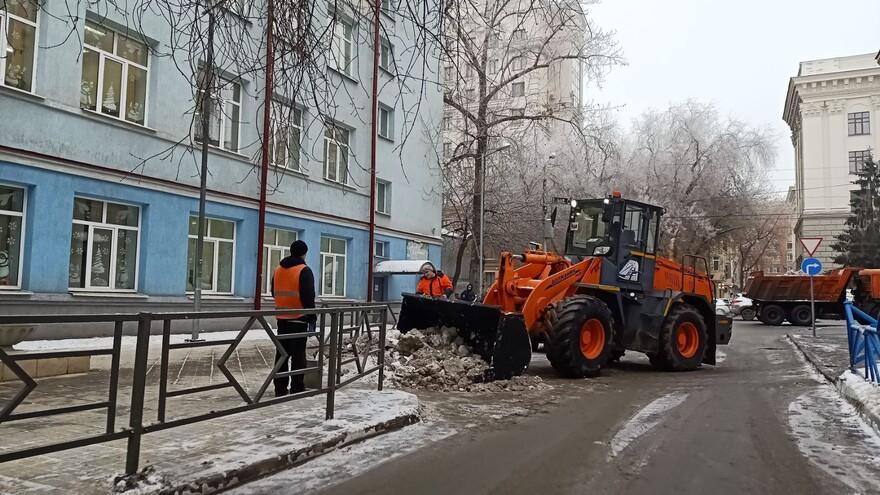 В Самаре на уборку снега в воскресенье выйдут 300 единиц спецтехники