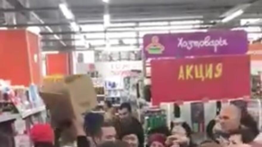 В Самаре покупатели устроили давку в зале из-за весов по 99 рублей