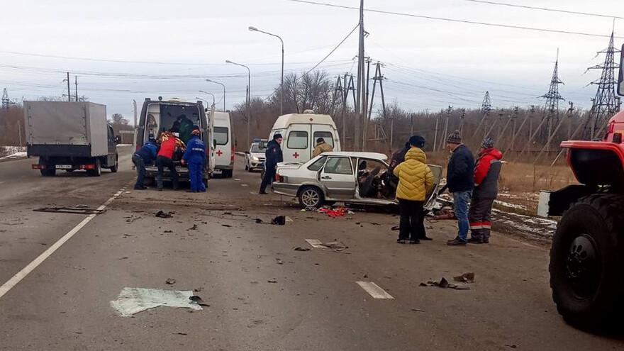 Под Самарой КАМАЗ врезался в ВАЗ, есть погибшие