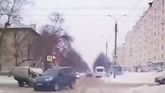 Проскочивший на красный «Лексус» спровоцировал жесткое ДТП в Самарской области