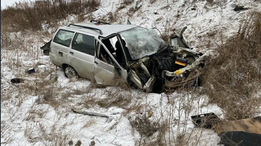 В Самарской области автомобиль улетел в кювет
