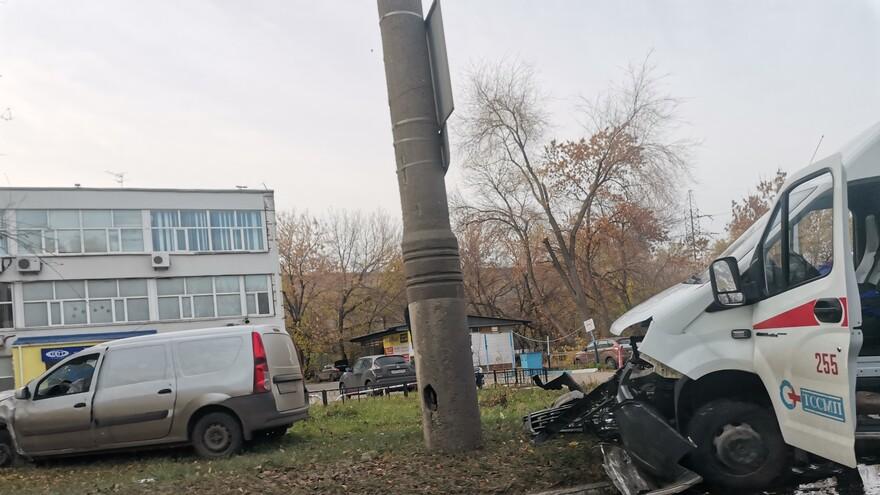 В Тольятти «Скорая» столкнулась с «Ладой»